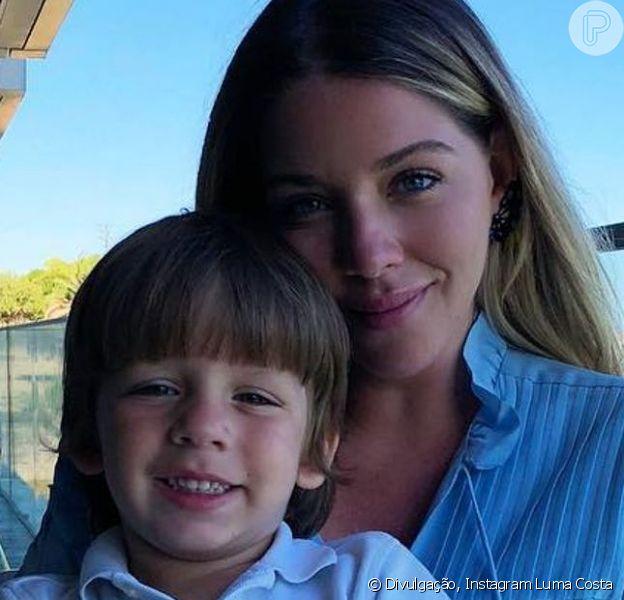 Luma Costa relatou redução de leite materno após acidente com o filho Antonio. Menino quebrou o punho direito