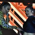 Ivete Sangalo brincou com a barriguinha de gravidez de Claudia Leitte durante show em Olinda, na madrugada deste domingo, 19 de maio de 2019