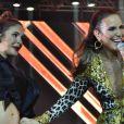 Ivete Sangalo brincou com Claudia Leitte, grávida de 7 meses, durante show em Olinda, Pernambuco