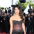 Maquiagem de Cannes: Priyanka Chopra com delineado gráfico vazado e boca em tom rosado