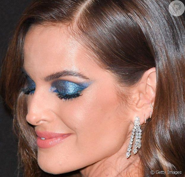 Celebridades usam cores vibrantes e metalizadas na maquiagem. Confira!