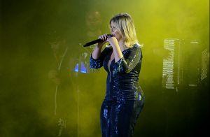 Decote, brilho e fenda na perna: Marilia Mendonça usa look poderoso em festival