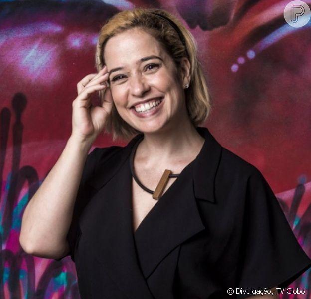 Paloma Duarte posou com os três filhos e internautas apontaram semelhança entre os quatro: 'Parecem irmãos!'
