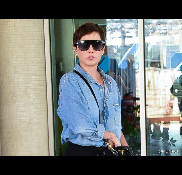 Deborah Secco está internada em hospital em São Paulo desde o último sábado (25).