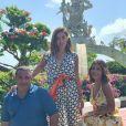 Anitta está viajando com o pai, uma amiga e Pedro Scooby