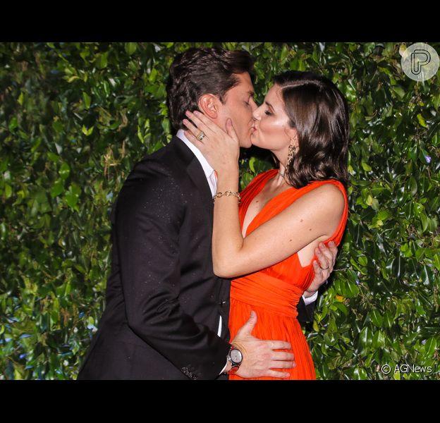 Camila Queiroz beija o marido, Klebber Toledo, em lançamento de nova campanha publicitária da empresa Seara, no buffet Casa Fasano, emSão Paulo, na noite desta quinta-feira, 06 de junho de 2019