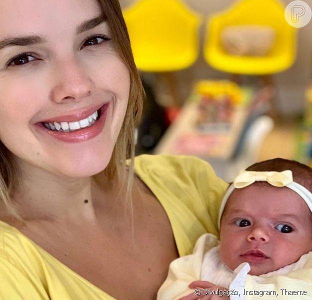 Filha de Thaeme Mariôto, Liz faz xixi na maca do médico durante consulta nesta sexta-feira, dia 06 de junho de 2019