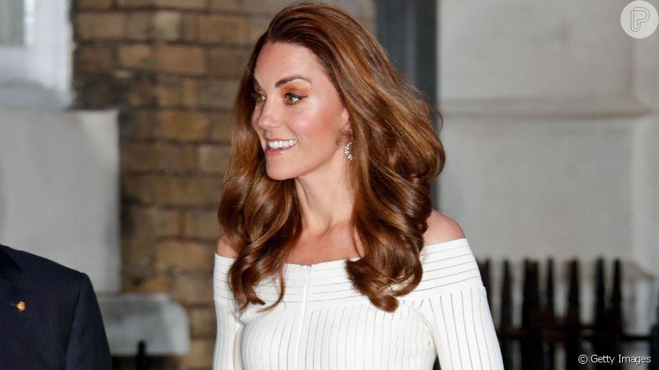 Kate Middleton repete vestido de estilista brasileira e usa sapato comparado ao da Cinderela em evento nesta quarta-feira, dia 12 de junho de 2019