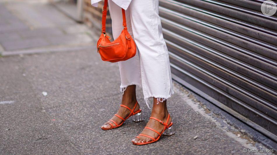 Sandálias no inverno? Sim! Aprenda a combinar o calçado nos looks de frio!