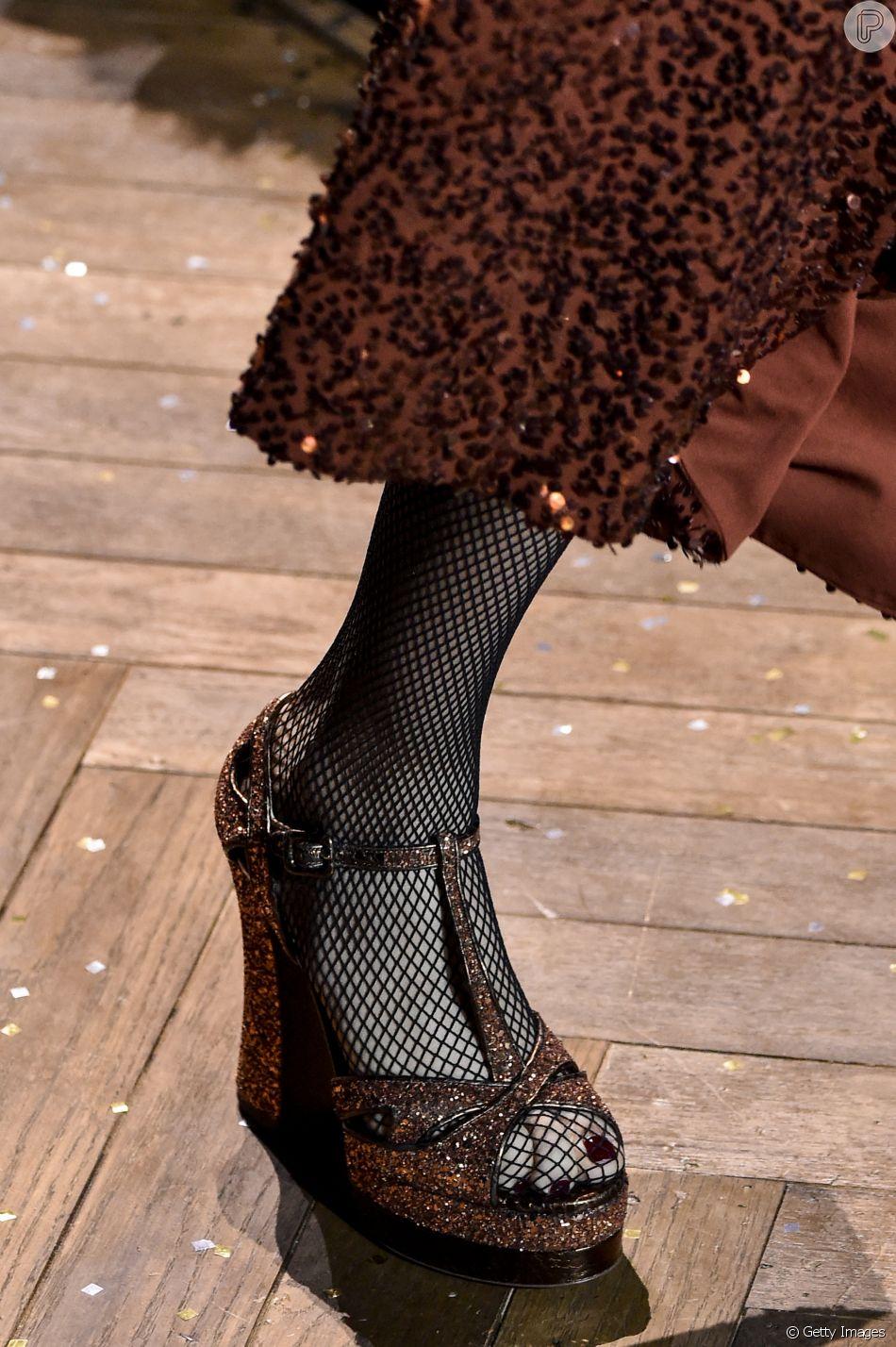 Os sapatos em alta no inverno 2019: sandália meia pata na passarela de Michael Kors