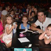 Daniel leva mulher e filhas para show dos 20 anos do Palavra Cantada, em SP