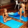 Angélica compartilhou uma foto com a filha, Eva, praticando yoga nesta sexta-feira, dia 21 de junho de 2019