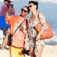 Débora Nascimento posou para uma selfie com um vendedor ambulante