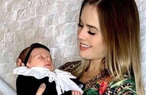 Thaeme relata febre da filha, Liz, após tomar vacinas: 'Mamãe cuida de mim'