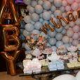 Chá de revelação do bebê de Thammy Miranda contou com decoração rosa e azul