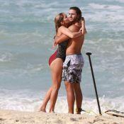 Isabella Santoni e namorado, Caio Vaz, trocam beijos em praia do Rio. Fotos!