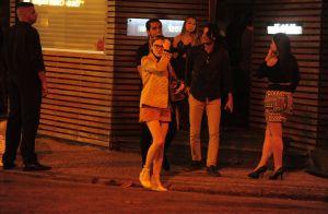 Isabelle Drummond curte folga de novela com ator Fábio Scalon e amigos. Fotos!