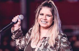 Grávida, Marilia Mendonça faz show com look camuflado e penteado trend. Fotos!