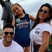 Scheila Carvalho posta foto com filha e web nota: 'Cópia do pai, Tony Salles'