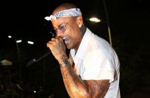 Léo Santana lamenta mortes em acidente com caminhão de sua banda: 'É muito punk'