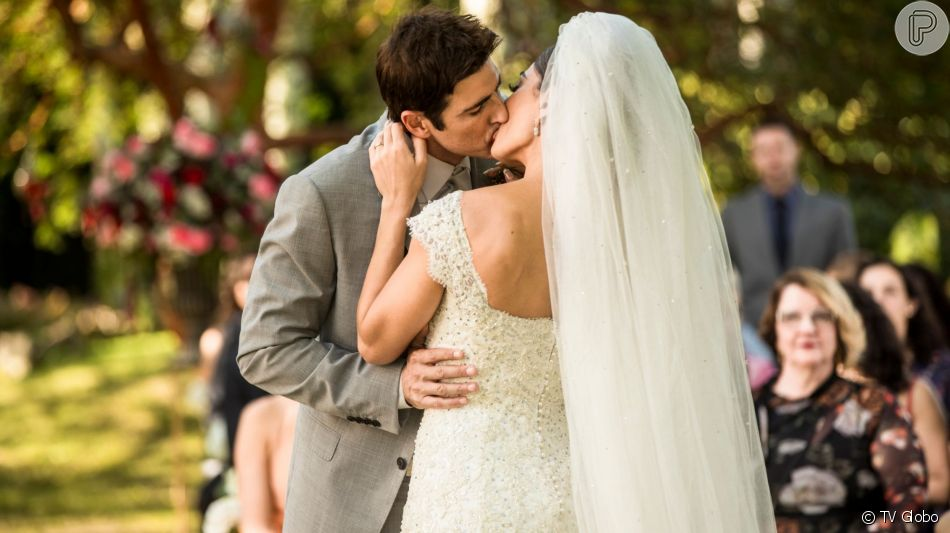 Casamento de Maria da Paz (Juliana Paes) e Régis (Reynaldo Gianecchini) é golpe de Josiane (Agatha Moreira) na novela 'A Dona do Pedaço'