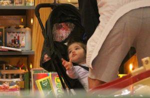 Paizão que fala? José Loreto diverte filha, Bella, em loja de brinquedos. Fotos!