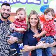 Filhos de Gusttavo Lima e Andressa Suita combinaram look em aniversário duplo em Goiás nesta segunda-feira, 22 de julho de 2019