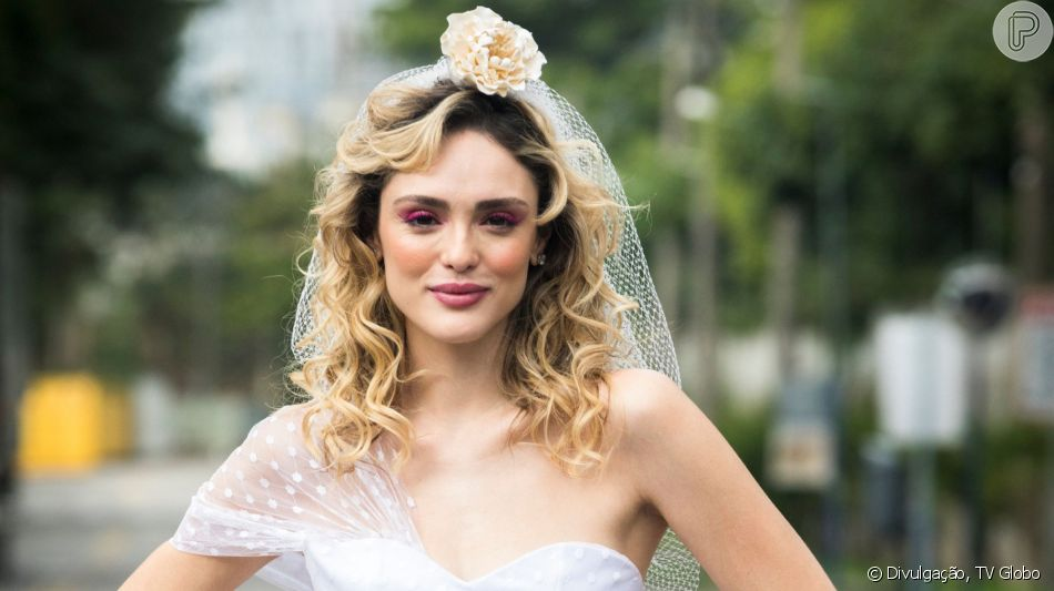 Vestido de casamento da Isabelle Drummond na novela 'Verão 90' foge do romantismo e mira no 'pop'