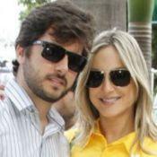 Marido de Claudia Leitte beija barrigão de grávida da mulher: 'Querendo abraçar'