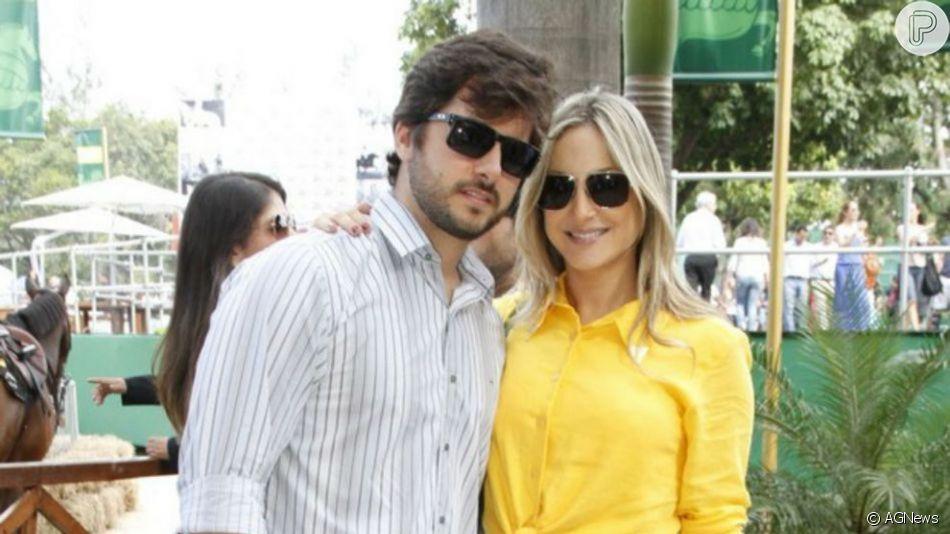 Claudia Leitte teve o barrigão de grávida beijado pelo marido, Marcia Pedreira: 'Tem alguém querendo me abraçar'