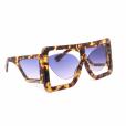 Óculos de sol de Anitta tem pegada urbana e futurista