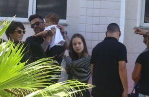 Fofura! Junior Lima leva filho, Otto, no colo ao chegar a hotel para show no Rio