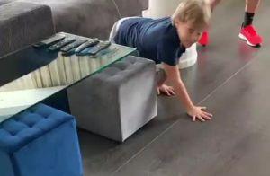 Neymar filma filho, Davi Lucca, se divertindo em casa após reencontro: 'Chegou'