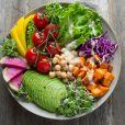 O jejum intermitente combina com todo tipo de dieta. Alguns exemplos são: vegana, cetogênica, low carb e com índice glicêmico moderado.