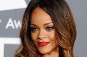Rihanna assina linha de maquiagem e lança batom que leva seu apelido, RiRi