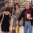 Sergio Chapelin se divertiu com o netinho em noite de autógrafos do novo romance de Edney Silvestre em livraria da Zona Sul do Rio de Janeiro nesta terça-feira, 13 de agosto de 2019