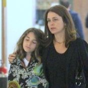 Claudia Abreu passeia com a filha Felipa e semelhança chama atenção. Fotos!