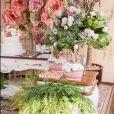 Festa de aniversário de mãe de Zilu contou com arranjos de flores neste domingo, dia 01 de setembro de 2019