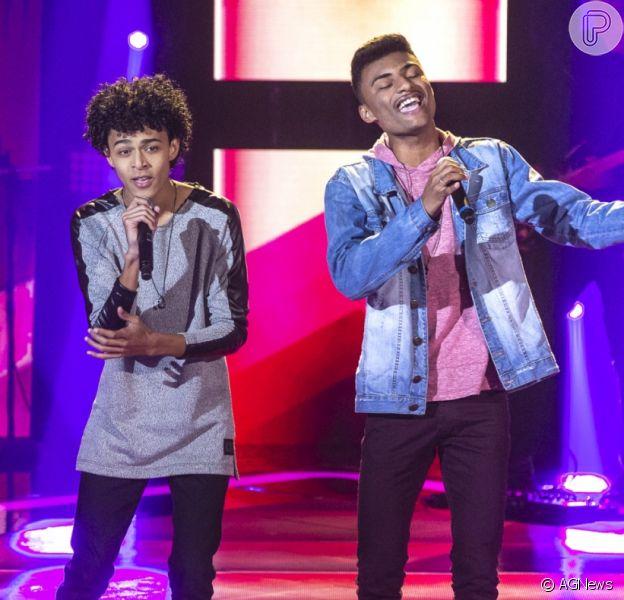 'The Voice Brasil': Ramon e Rafael fazem versão acústica de 'Parado no Bailão'