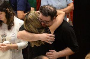 Filhos de Roberto Leal se emocionam no velório do pai: 'Vendia alegria'. Fotos!