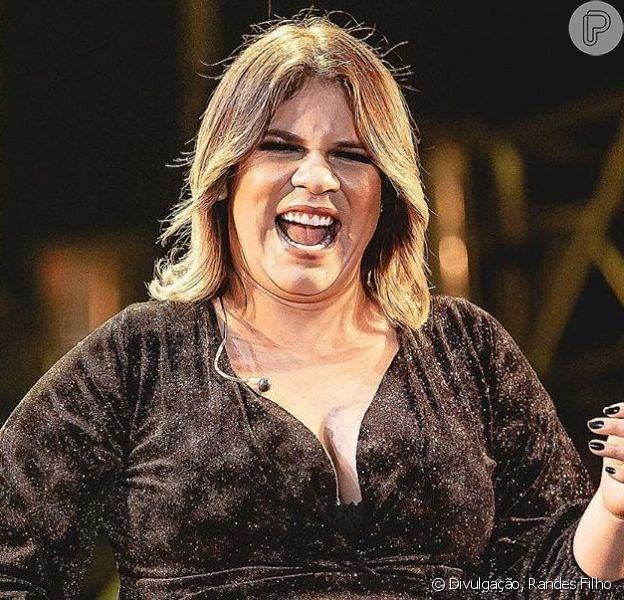 Marília Mendonça usa look preto em show e brinca sobre comparação com Gisele Bündchen em vídeo na sexta-feira, dia 21 de setembro de 2019