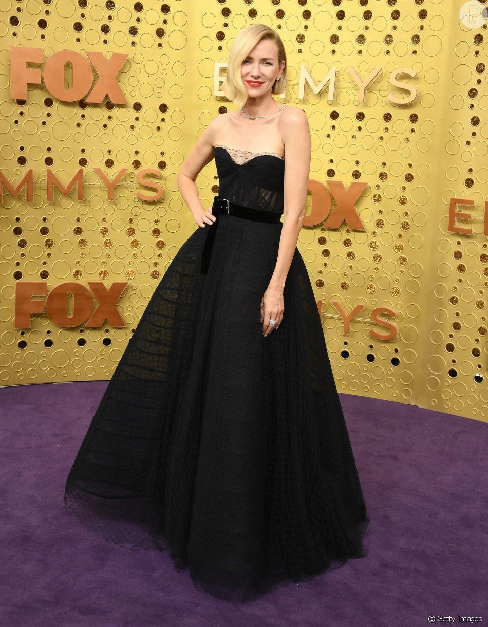 Naomi Watts usou um vestido tomara que caia preto e bem volumoso da coleção de Alta-Costura de Christian Dior