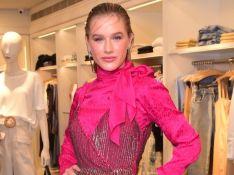 Rosa é trend! Fiorella Mattheis escolhe look todo pink em evento de moda