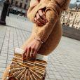 Bruna Marquezine mostrou detalhes das joias de luxo em fotos