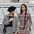 Marie Benoliele se infiltrou entre as modelos da Chanel, que já estavam na fila final do desfile, que aconteceu em Paris