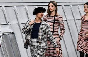 Blogueira invade passarela da Chanel e agita desfile na Semana de Moda. Fotos!