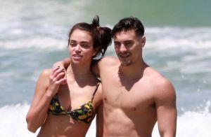 Dupla no 'Dança', Bruno Montaleone e Jaqueline Ciocci curtem juntos dia na praia