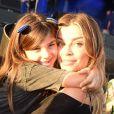 Grazi Massafera postou foto assistindo show no Rock in Rio com Sofia nos ombros