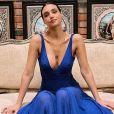 Namorado  postou a primeira foto de Débora Nascimento usando um vestido fluído azul: 'Sintonia'