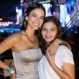 Bruna Marquezine posou para a foto com o fã no mesmo dia em que foi ao Rock in Rio acompanhada pela irmã, Luana